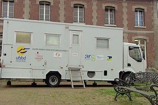 Le buccobus fait le tour des maisons de retraites de l'agglomération rouennaise.