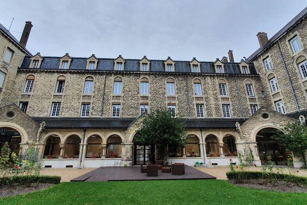 L'Institut catholique de Paris a ouvert un nouveau campus à Reims, dans la maison Saint-Sixte, à deux pas de la cathédrale de Reims / le 27 septembre 2021.