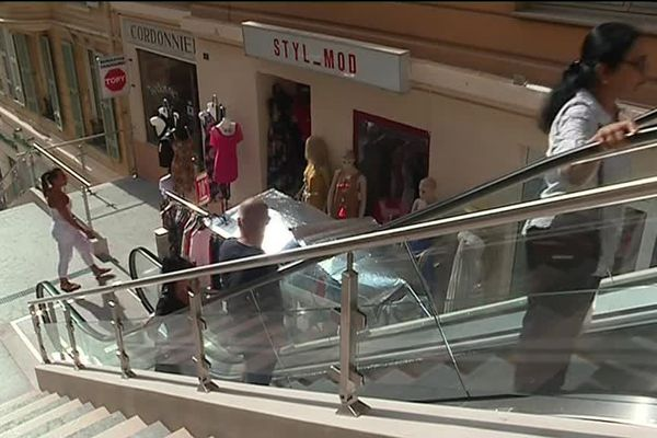 Les escalators urbains du Beausoleil ont été inaugurés le 7 septembre, sur l'escalier du Riviera.