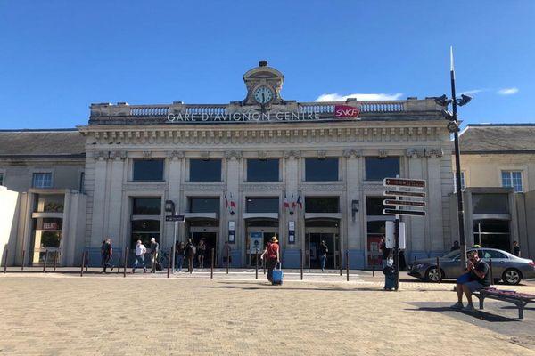 L'attaque s'est produite juste à coté de l'entrée de la gare, au dépose-minute.