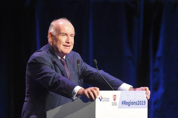 Dominique Bussereau à la tribune du congrès des régions à Bordeaux en octobre 2019
