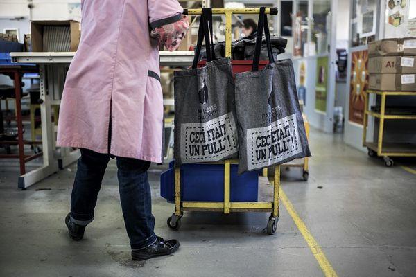 Cabas recyclés : Les Tissages de Charlieu embauchent pour assurer un important contrat avec l'enseigne Auchan (image d'archives)