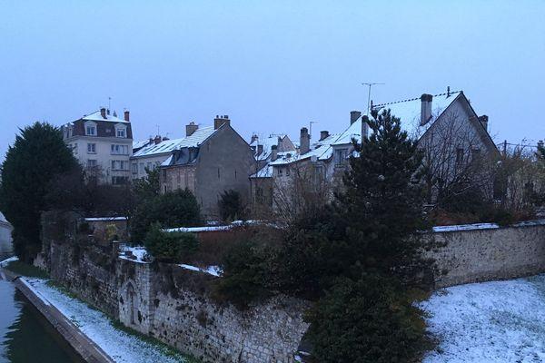 A Melun, on attend encore des chutes de neige dans la nuit de mardi à mercredi. Entre 5 et 7 cm.