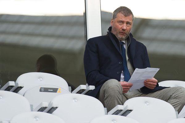 Grégory Maquet dans les tribunes du Stade Bollaert-Delelis, à Lens, en décembre 2015