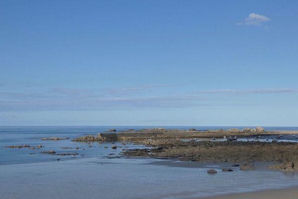 Des rochers en bord de mer. Oui, mais z'où ?