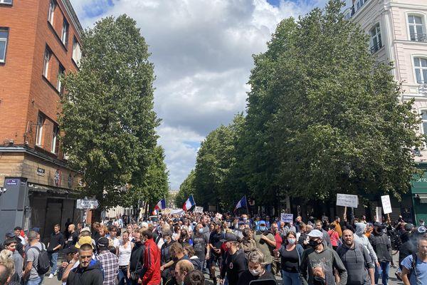 Pour la troisième semaine consécutive, des milliers de Lillois sont descendus dans les rues pour manifester contre le pass sanitaire.