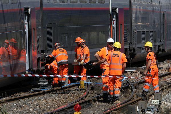Les travaux d'évacuation du TGV qui a déraillé vendredi dernier gare Saint-Charles sont terminés. Le trafic TGV est normal mais le trafic des TER reste perturbé jusqu'à vendredi matin