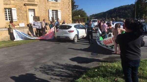 Le président du Département bloqué par les manifestants, juste assez longtemps pour montrer leur détermination