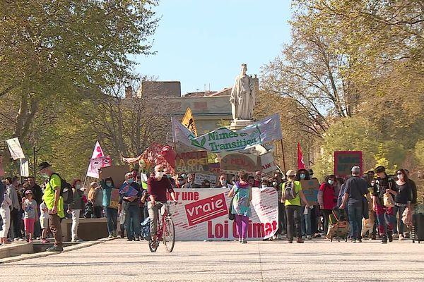 """Une """"vraie"""" loi climat, réclament les manifestants à Nîmes."""