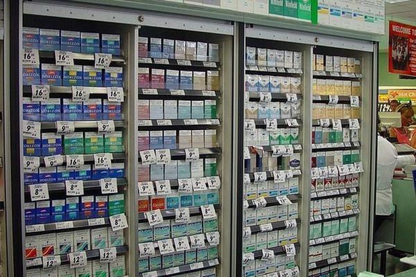 Un paquet de cigarettes coûte 2 euros moins cher en Espagne.
