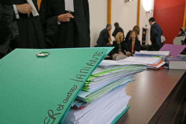 Les dossiers de l'affaire amiante , avant le début du procès amiante contre le Parlement Européen, à Strasbourg le 7 janvier 2016. (Jan 7, 2016)