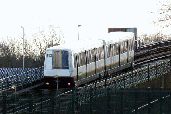 Une rame du métro automatique de Lille, en mars 2015.
