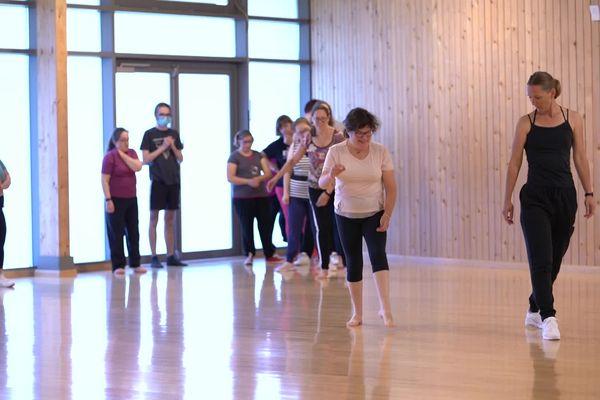 Les élèves, tous en situation de handicap, prennent plaisir chaque semaine à se retrouver et à danser.