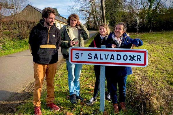 En occitan, Saint Salvadour se dit San Salvador