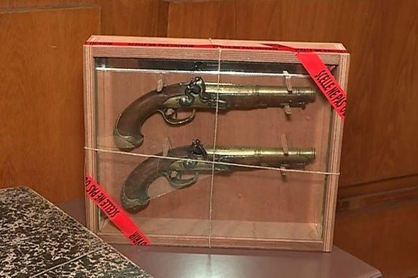 Les pistolets de Surcouf dérobés en septembre 2017 au musée de Saint-Malo.
