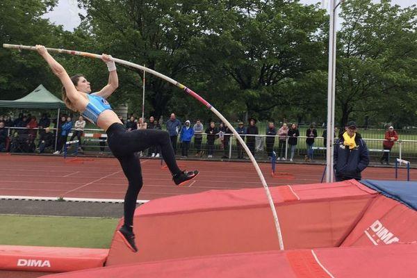 Le saut à la perche a ouvert la compétition ce dimanche au stade Bachelard, à Grenoble.