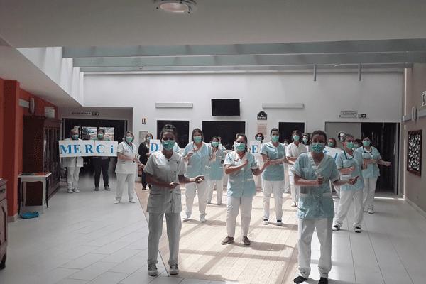 Le personnel de l'EHPAD de la Mothe-Saint-Héray s'est lancé dans une petite chorégraphie de remerciement.