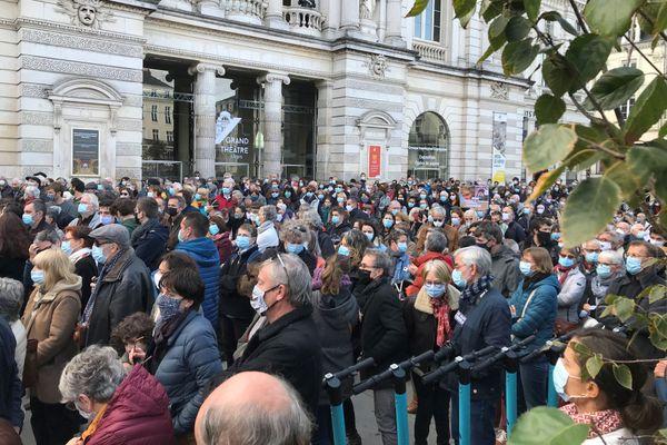 A Angers un hommage dans le recueillement en mémoire de Samuel Paty et pour défendre la liberté d'expression