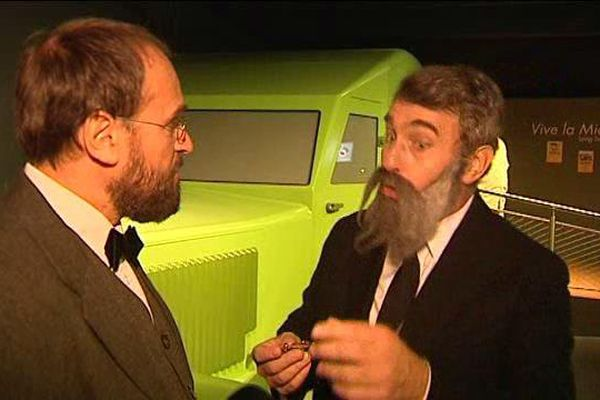 Deux comédiens rejouent les frères Michelin en pleine réflexion