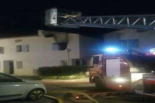 La Grande-Motte (Hérault) : un immeuble inoccupé ravagé par un incendie dans la nuit - 5 mai 2020.