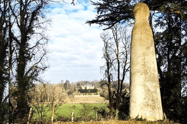 Érigée au milieu du XIXe siècle, sur les coteaux de Marnay.
