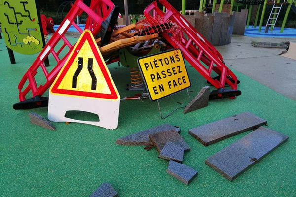 Dans la nuit du mardi 10 au mercredi 11 novembre, l'aire de jeux inclusive du Trohannic à Vannes a été vandalisée