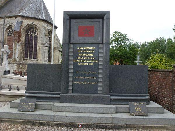 Le monument à la mémoire des 32 soldats marocains de la 1ère DINA exécutés par les SS le 30 mai 1940 à Febvin-Palfart.