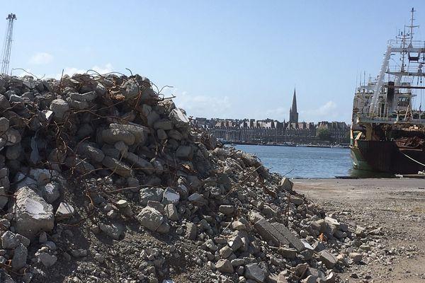 Les silos à grain du port ont été détruits pour laisser place au futur chantier du Musée d'Histoire Maritime