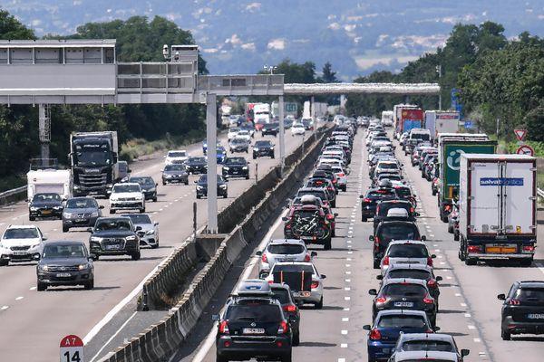 Les axes les plus encombrés, avec plus de 160 km de ralentissements chacun et des temps de trajet à rallonge, sont l'autoroute A7 dans la vallée du Rhône (notre photo) et l'A10 qui permet de rejoindre le sud-ouest depuis la région parisienne