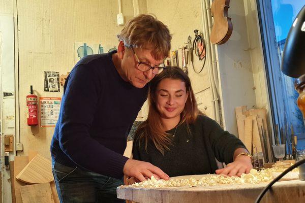 Alain Carbonare et Mazarine, luthiers de père en fille