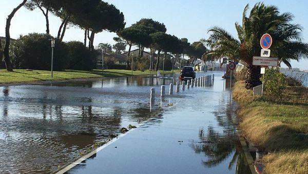 A Palavas-les-Flots, les étangs ont débordé et inondé la chaussée