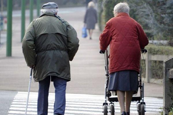 En ville ou à la campagne, des anciens de plus en plus seuls - AFP