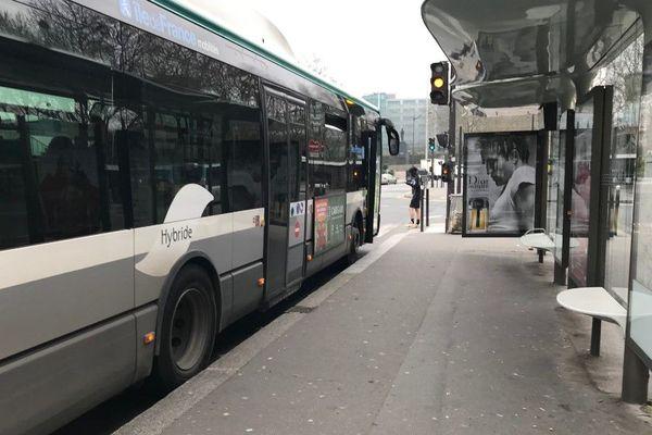 Un bus, porte d'Orléans.