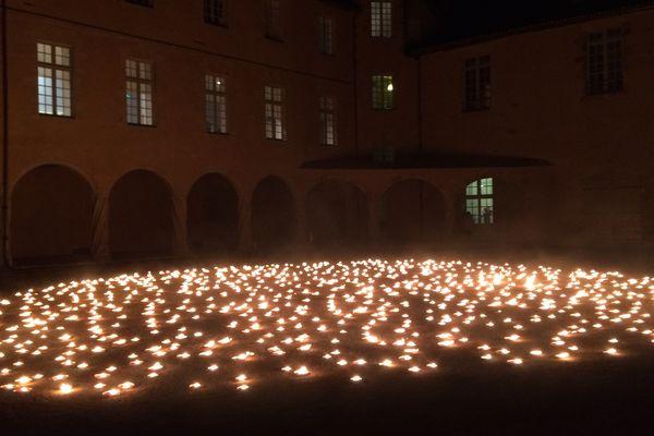 1 000 bougies représentent le ciel dans 100 ans