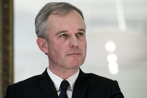 """François de Rugy demande à Fillon la """"transparence totale"""" sur ses liens avec la Russie"""