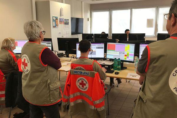 Les appels pour coronavirus passés au centre 15 sont dirigés vers cette salle au CHU de Besançon.