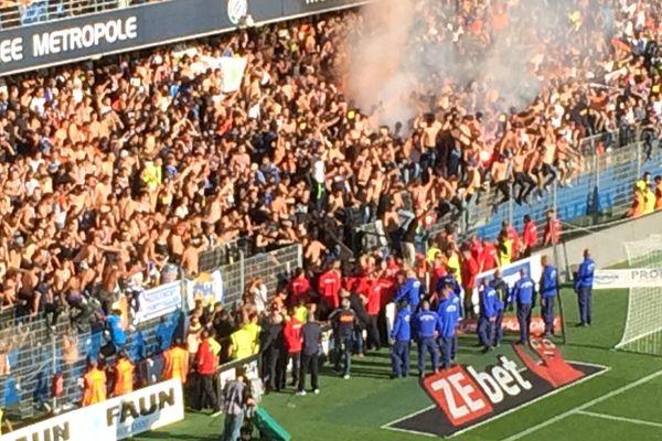 La grille des supporters montpelliérains cède après la célébration du premier but lors du match Montpellier-Nîmes dimanche 30 septembre 2018