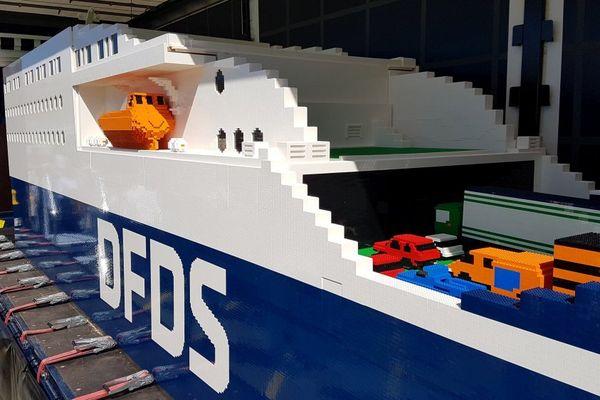 Ce ferry en Lego a nécessité plus d'un million de petites briques.