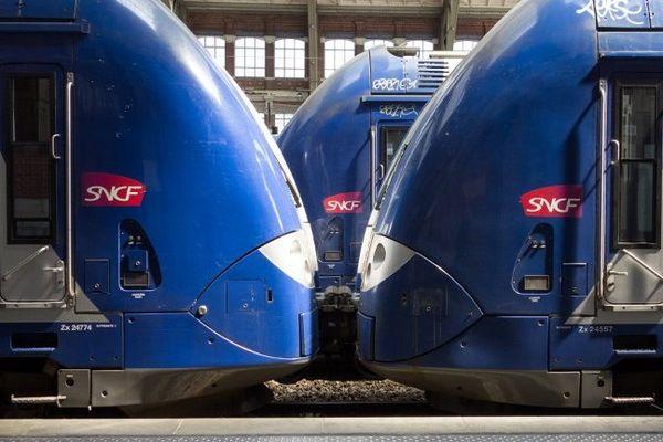 Un train express régional en gare de Lille