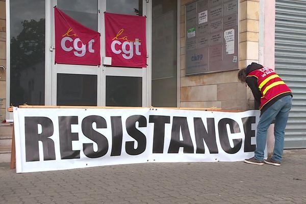 Une banderole résistance au pied de la CGT à Strasbourg