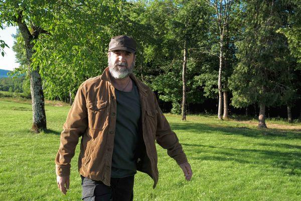"""""""J'essaye toujours de me remettre en question. C'est pas facile, mais c'est important. J'essaye de rester celui que j'ai toujours été"""", dit Eric Cantona."""
