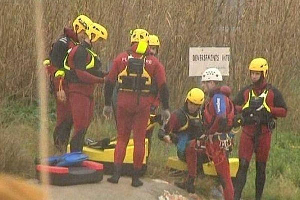 Les plongeurs et secouristes aquatiques en opération dans les Pyrénées-Orientales - 6 mars 2013.