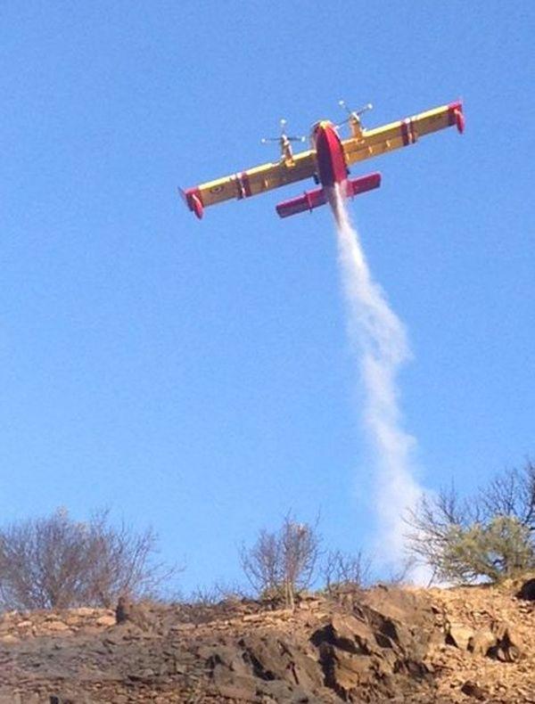 Des Canadair ont été mobilisés pour maîtriser l'incendie qui a ravagé 150 ha à Cerbère dans les Pyrénées-Orientales. 18 septembre 2015.