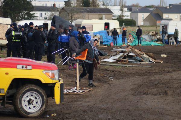 L'évacuation du terrain a eu lieu le vendredi 2 mars au matin.