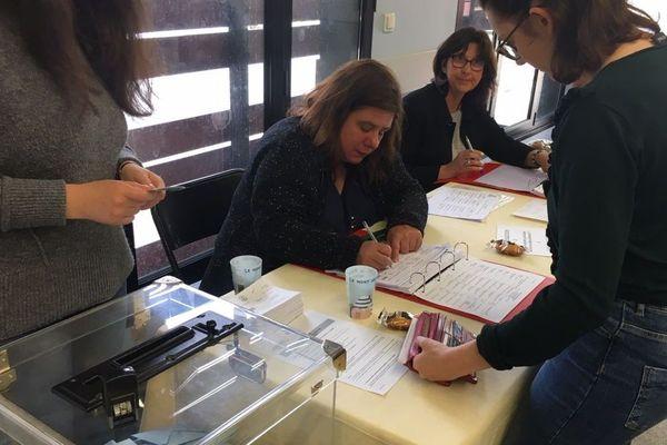 Un bureau de vote à Rennes