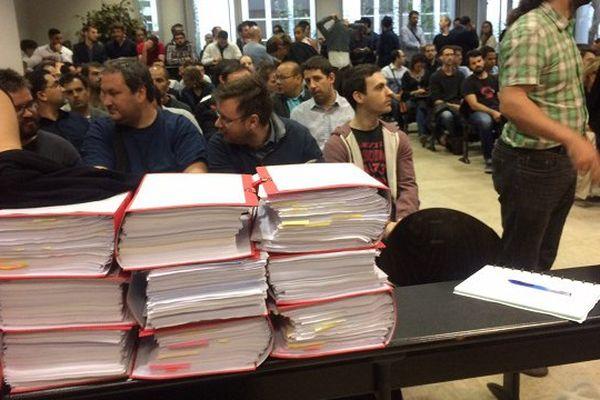 La salle d'audience a dû accueillir tant bien que mal 200 des 300 salariés concernés.