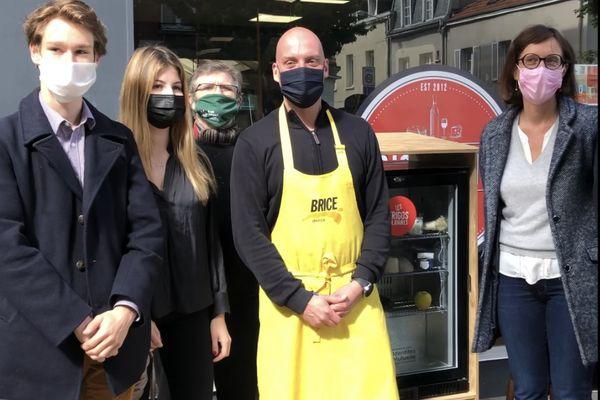 Un deuxième frigo solidaire a été ouvert à Reims devant la fromagerie de Brice Debray