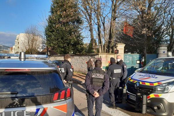 La police nationale et les pompiers ont été mobilisés ce vendredi 8 janvier pour l'expulsion du batiment situé au 7 rue Mirande occupé illégalement