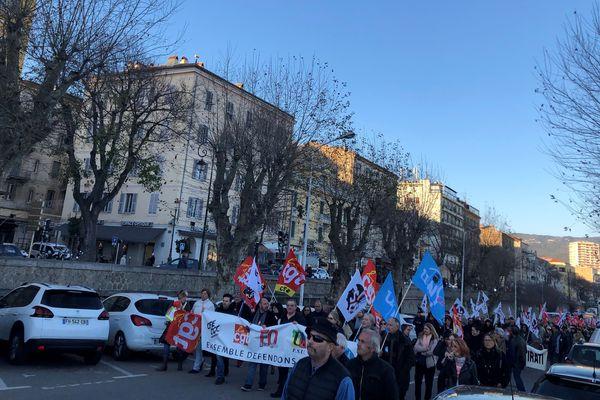 Environ 400 personnes ont défilé dans les rues d'Ajaccio, jeudi 9 janvier, contre la réforme des retraites.