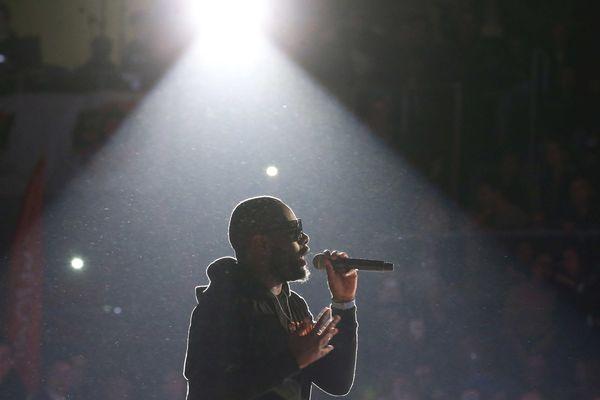 Le concert du rappeur Maître Gims a été reporté.